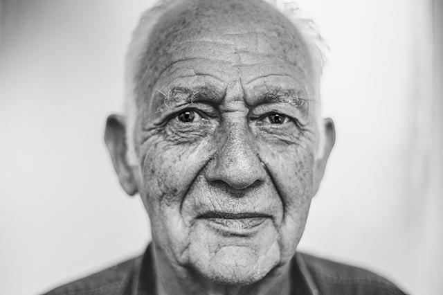 old-man-1208210_1280 sm