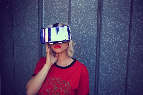 VR woman sm